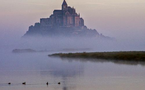 """Mont Saint Michel embrumé""  K.Goncalves"